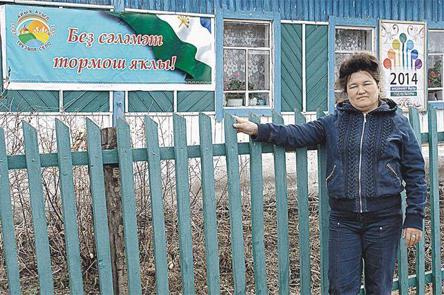 У Идеи Галимовой теперь новая идея - чтобы все в деревне бросили курить.