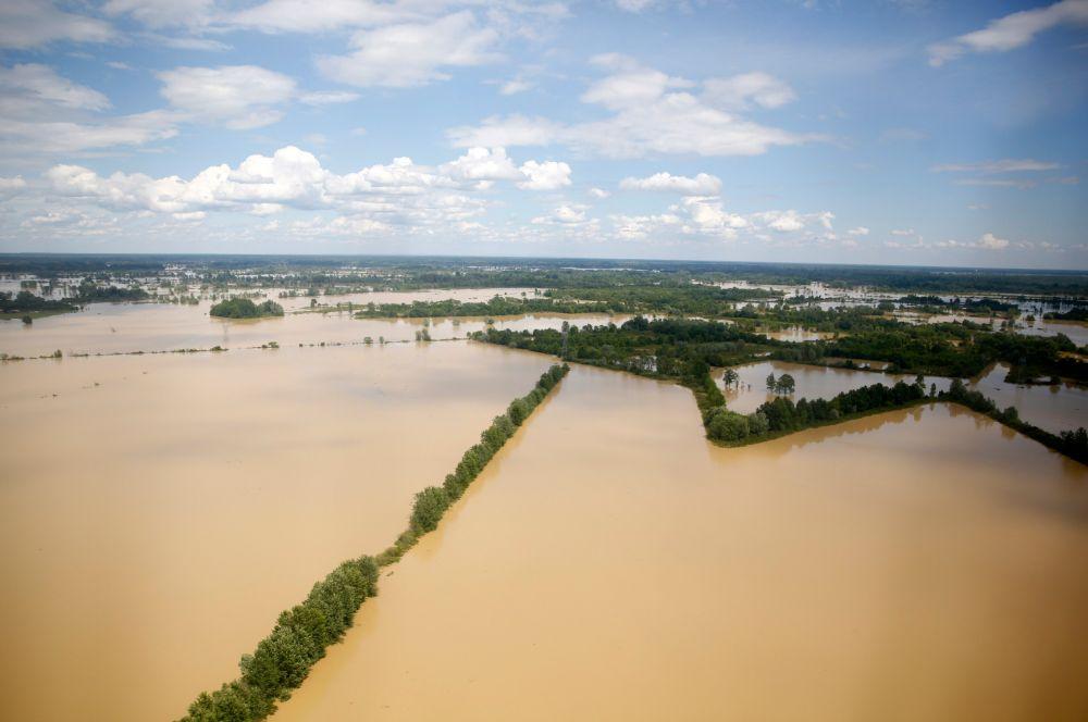 Наводнения в Сербии, Боснии и Герцеговине, Хорватии начались после проливных дождей, которые обрушились на регион 14 мая.