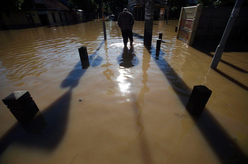 Столицу Сербии Белград затопило полностью. Подтоплены около 100 тысяч домов.