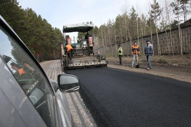 Ремонт дороги на трассе в Челябинской области.
