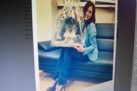 Аделина Сотникова и её подарок.