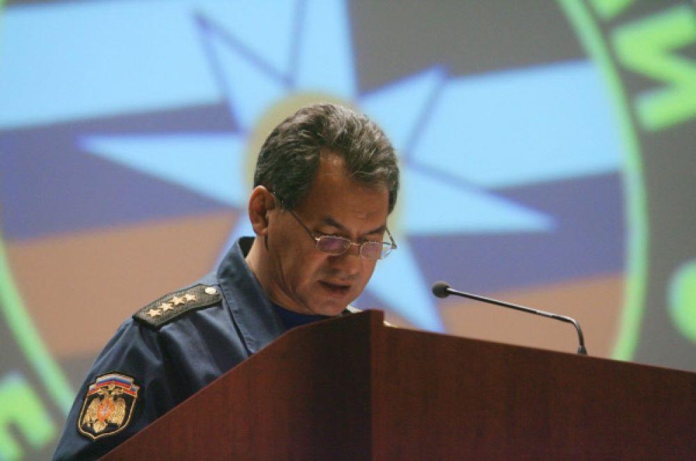 Помимо прочего Сергей Шойгу является президентом Международной спортивной федерации пожарных и спасателей.