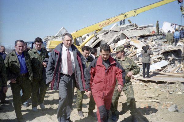 Годом позже Сергей Шойгу был назначен министром РФ по делам гражданской обороны, чрезвычайным ситуациям и ликвидации последствий стихийных бедствий – МЧС России. Через некоторое время Шойгу также стал членом Совета Безопасности России.