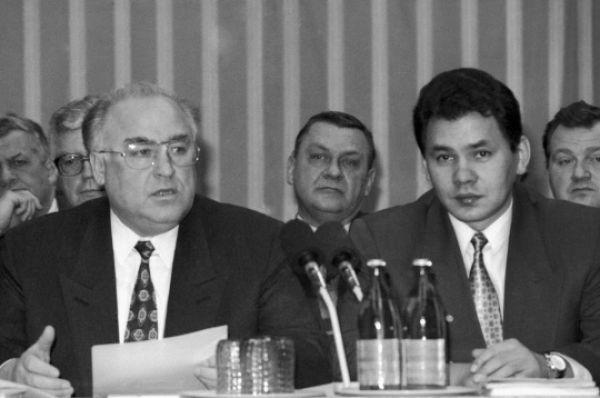 В конце 80-х Шойгу занял должность второго секретаря Абаканского ГЦ КПСС и всего через пару лет уже занял пост зампреда Государственного комитета по архитектуре и строительству.