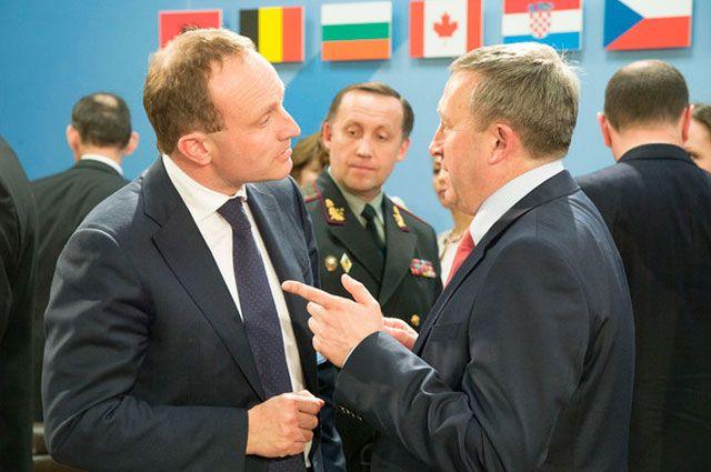 И.о. главы МИД Андрей Дещица общается с министром внешнеполитического ведомства Дании Мартином Лидегором