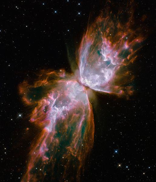 Биполярная планетарная туманность NGC 6302. Это скопление обладает одной из самых сложных структур среди известных туманностей. Центральная звезда туманности была обнаружена лишь в 2009 году, хотя сам объект был известен ещё в 1906 году.