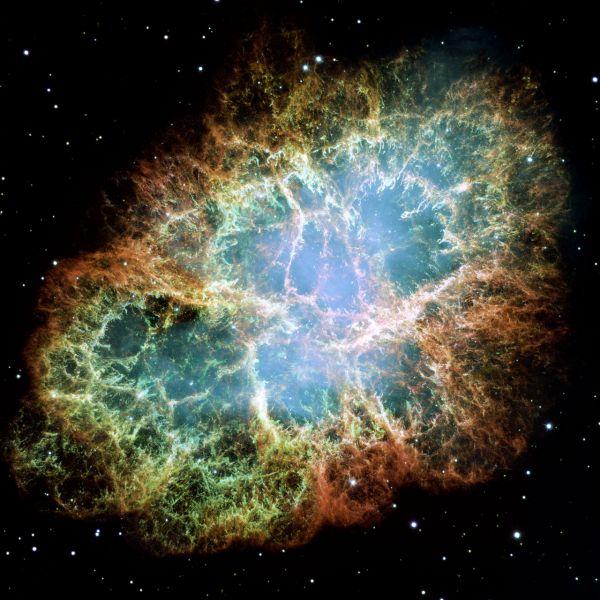 Крабовидная туманность в созвездии Тельца. Является остатком сверхновой SN 1054, открыта в 1731 году Джоном Бевисом – эта туманность была первым астрономическим объектом, происхождение которого было связано с взрывом сверхновой звезды.