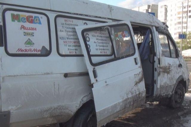 Пассажиры маршрутки получили травмы.