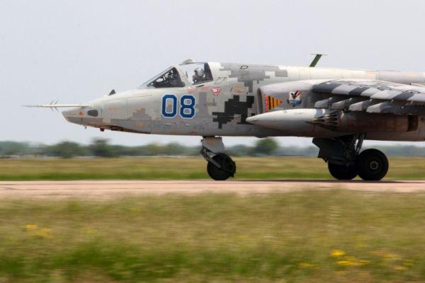 Боевой самолет на учениях в Николаеве