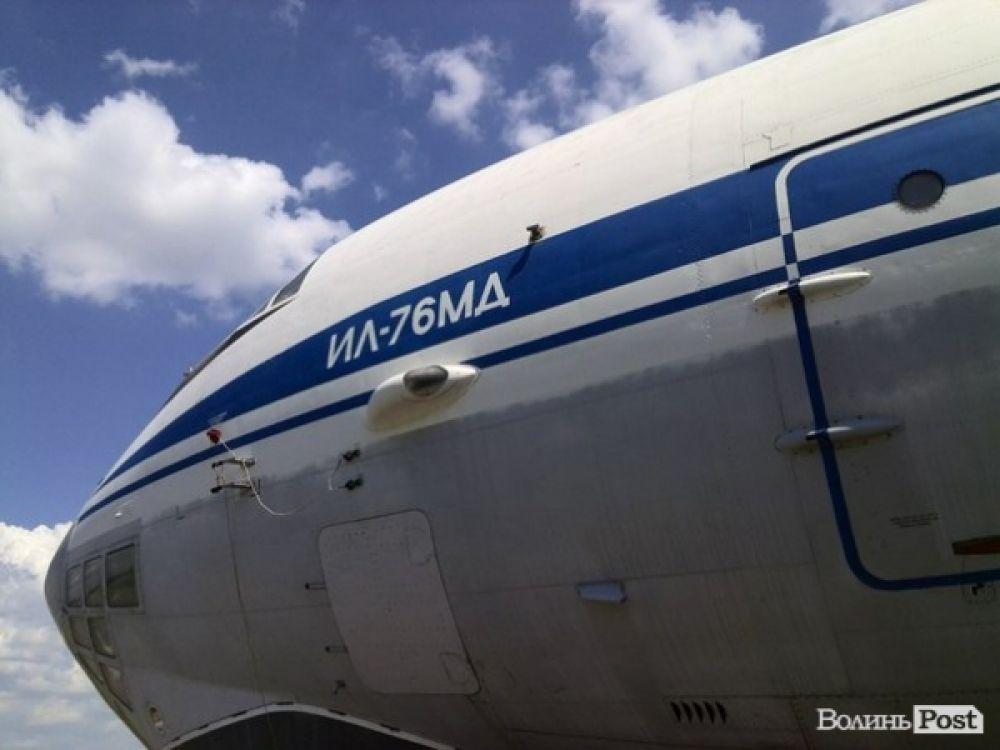 Военный самолет на учениях в Луцке