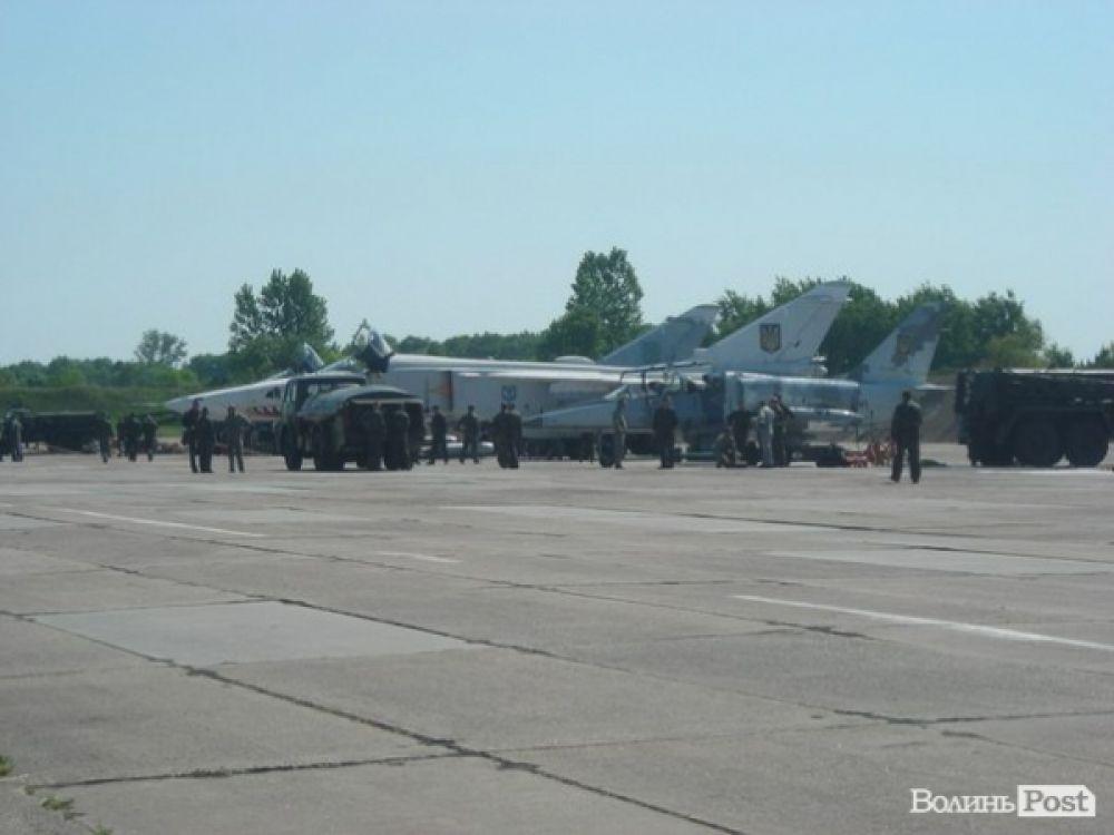 Самолет Вооруженных сил Украины в Луцке