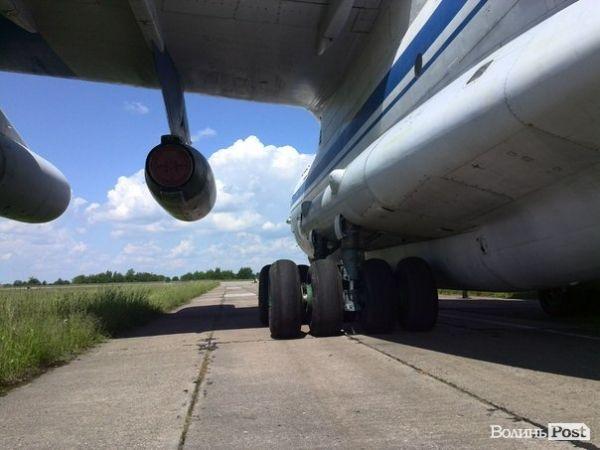 Военный самолет в Луцке