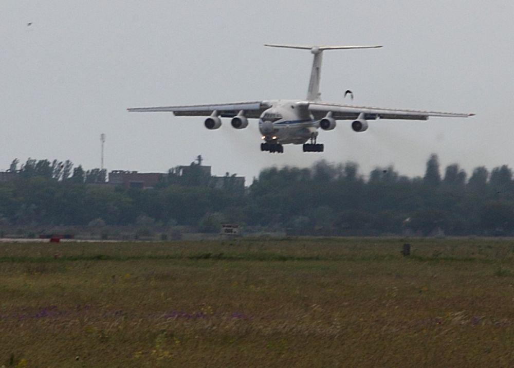 Боевой самолет на взлете в Николаеве