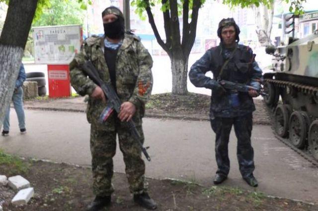 Вооруженные сепаратисты открыли огонь по колонне военной техники у Рубежного