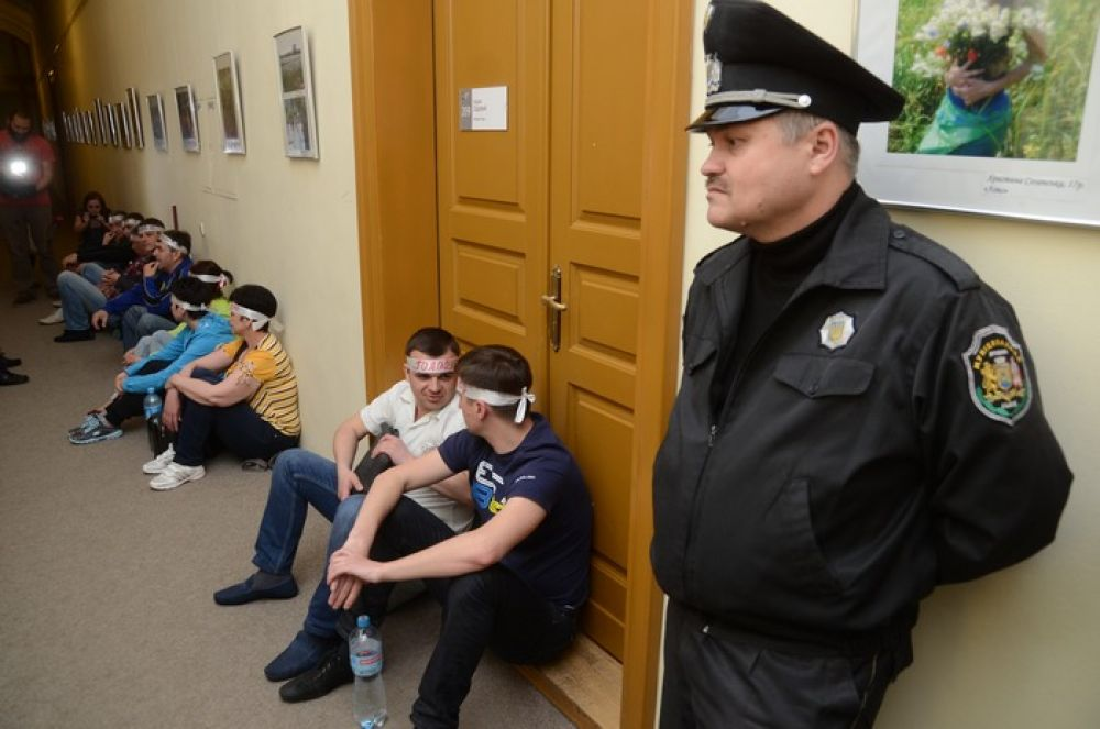 Львовские врачи голодают возле приемной мэра