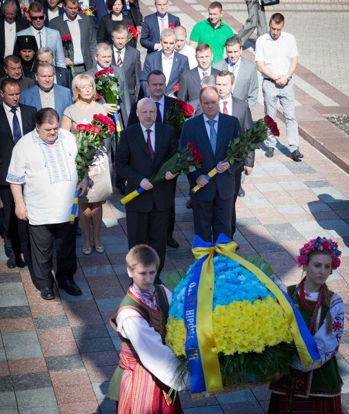 На мероприятии присутствовали власти Украины и Киева