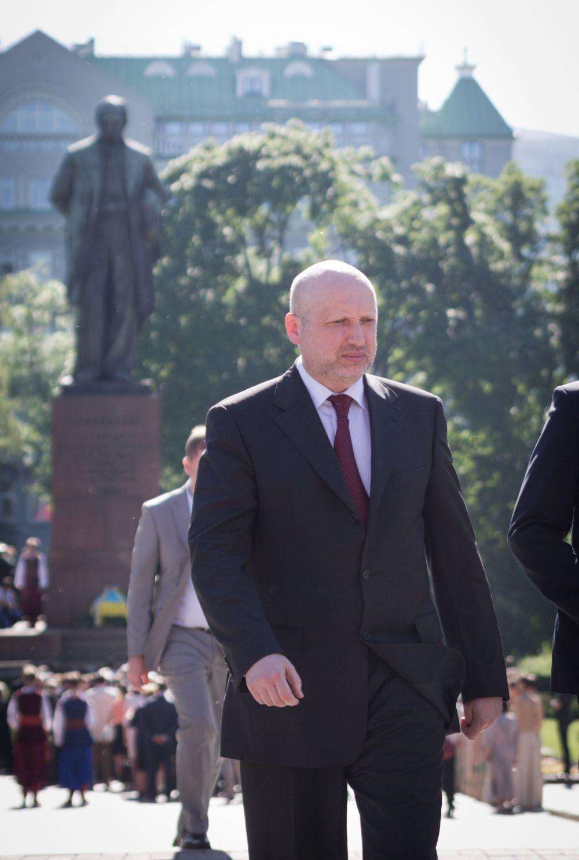 Спикер Верховной Рады Александр Турчинов у памятника Т. Шевченко
