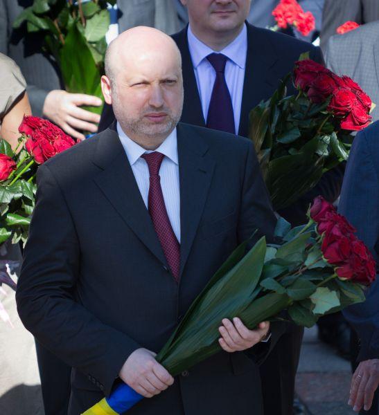 И.о. президента Украины Александр Турчинов у памятника Великому Кобзарю