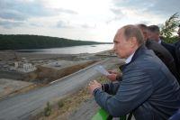 Владимир Путин во время посещения Нижне-Бурейской ГЭС.