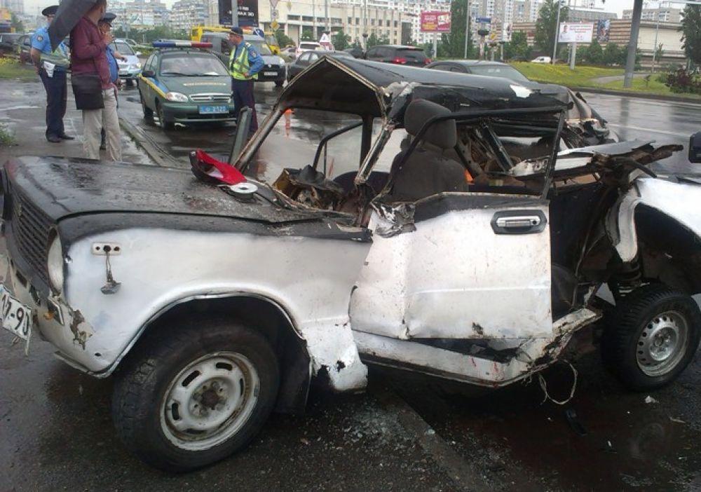 В ГАИ говорят, что водитель ВАЗа не справился с управлением