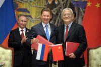 Владимир Путин, председатель правления «Газпрома» Алексей Миллер и глава Китайской национальной нефтегазовой корпорации Чжоу Цзипин.