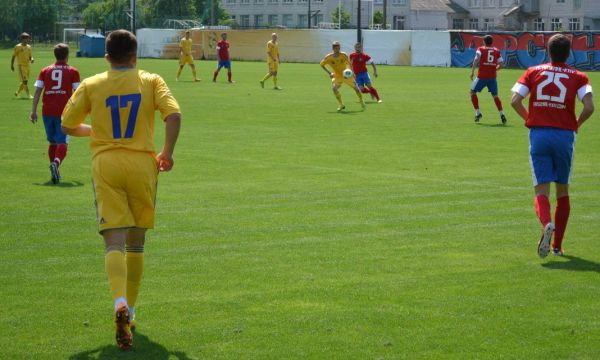 Напряженная борьба на поле «Арсенала» и команды Украина U-20