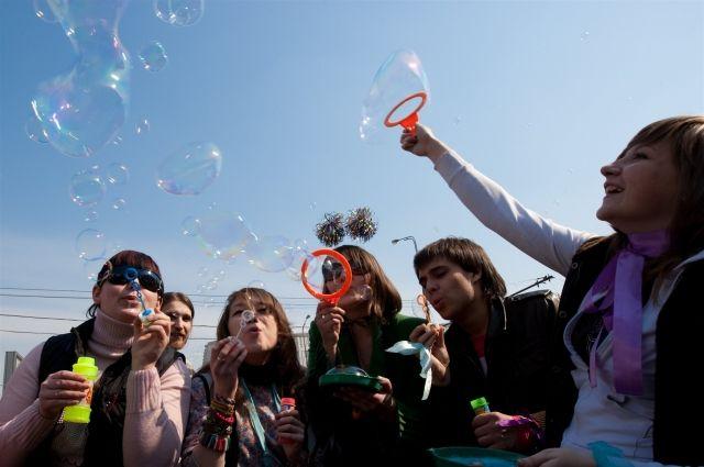 «Парад мыльных пузырей» собирает множество желающих.
