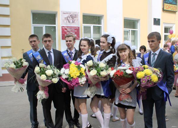 В Хабаровске вместо традиционного вальса выпускники танцевали буги-вуги.