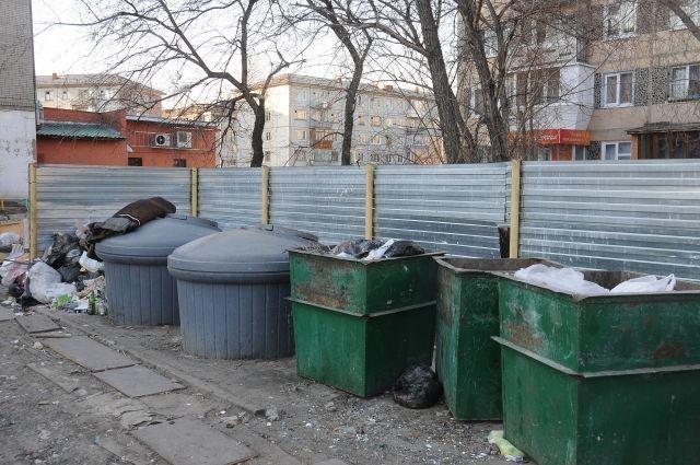 С мусором вокруг мусорок решено бороться.