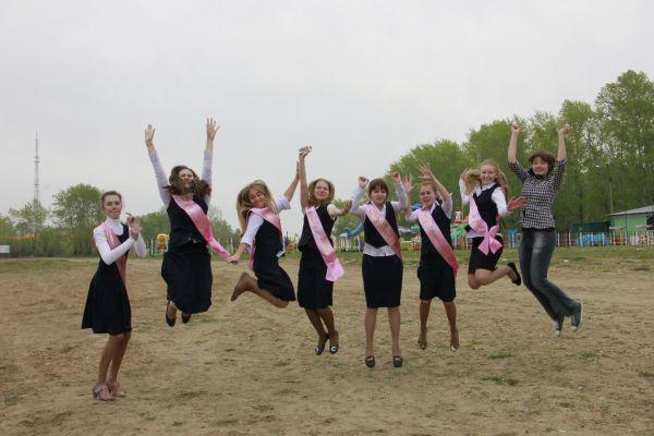 Иркутские школьники слушают песню «Жду чуда» самой популярной в городе группы «25/17», но намерены творить чудеса самостоятельно.