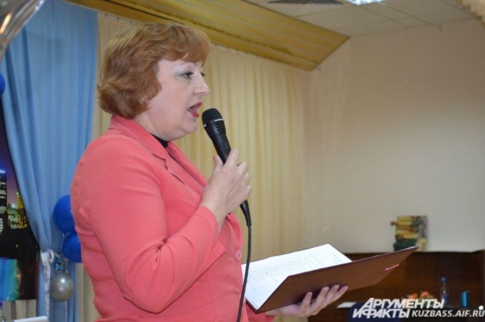 Директор школы Светлана Шимина поздравила всех выпускников, которые вышли на финишную прямую, и пожелала успешной сдачи экзаменов.