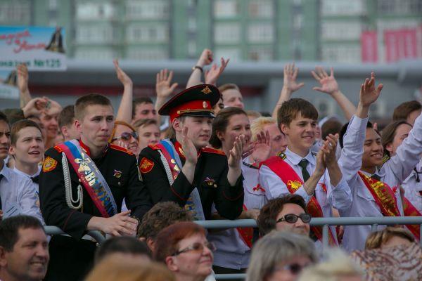 В Казани выпускников ждал городской концерт в центре города.