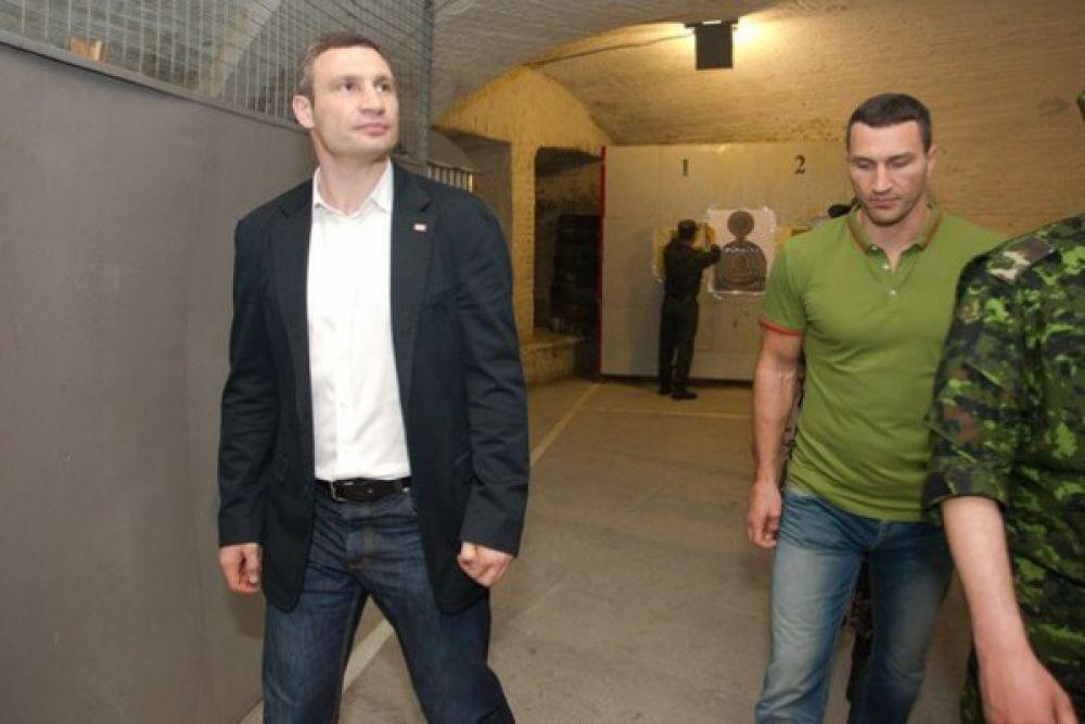 Владимир и Виталий Кличко в киевском тире