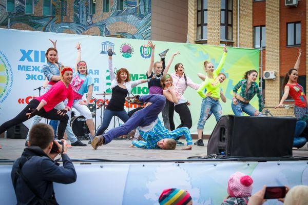 Не только классические танцы, но и уличный и задорный брейк данс показали на сцене творческие коллективы города.