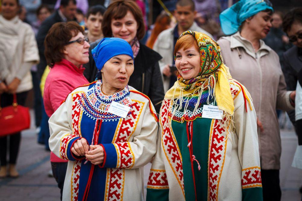 Присутствовали на празднике и представители коренных народов Севера в традиционных нарядах.