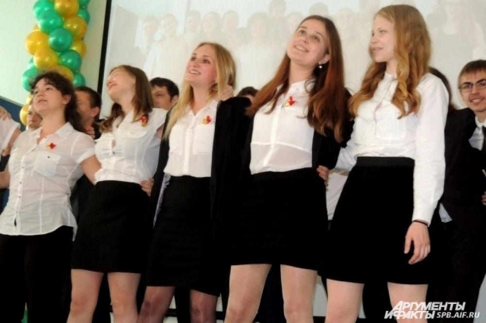 К празднику школьники подготовили выступление