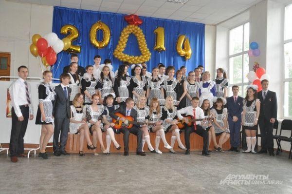 Омские ребята в последний раз спели песни для педагогов.