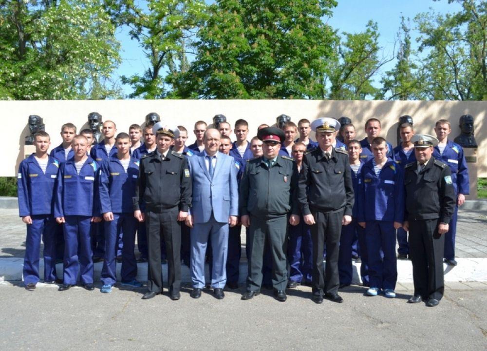 Моряки тральщиков Черкассы, Чернигов и Геническ