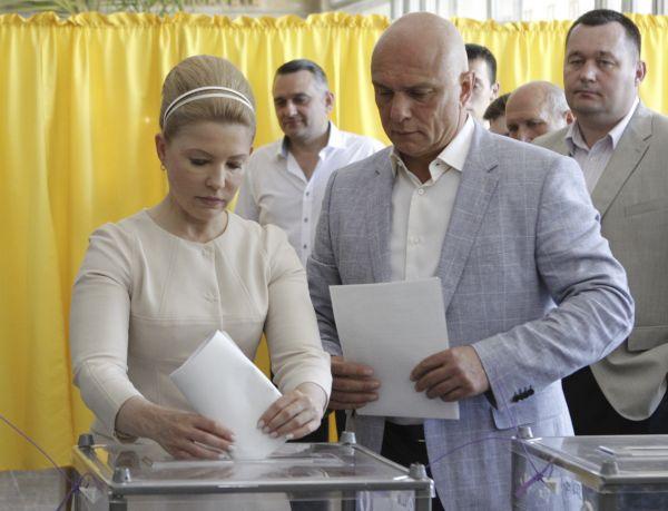 Юлия Тимошенко проголосовала на днепропетровском избирательном участке.