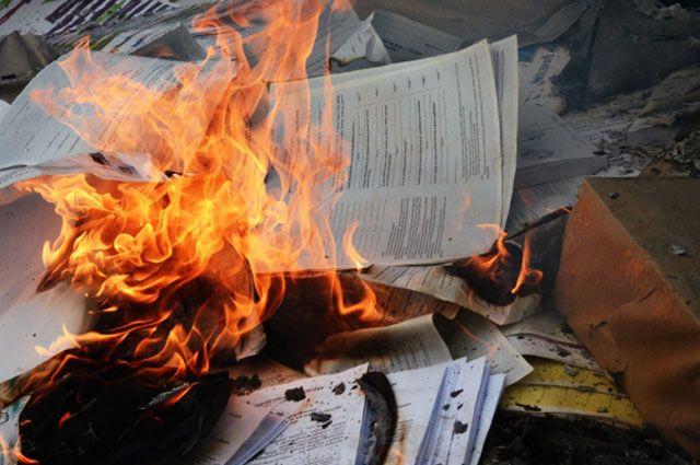 Сжигание бюллетеней, протоколов и агитационных материалов в день выборов президента Украины в Донецкой области.