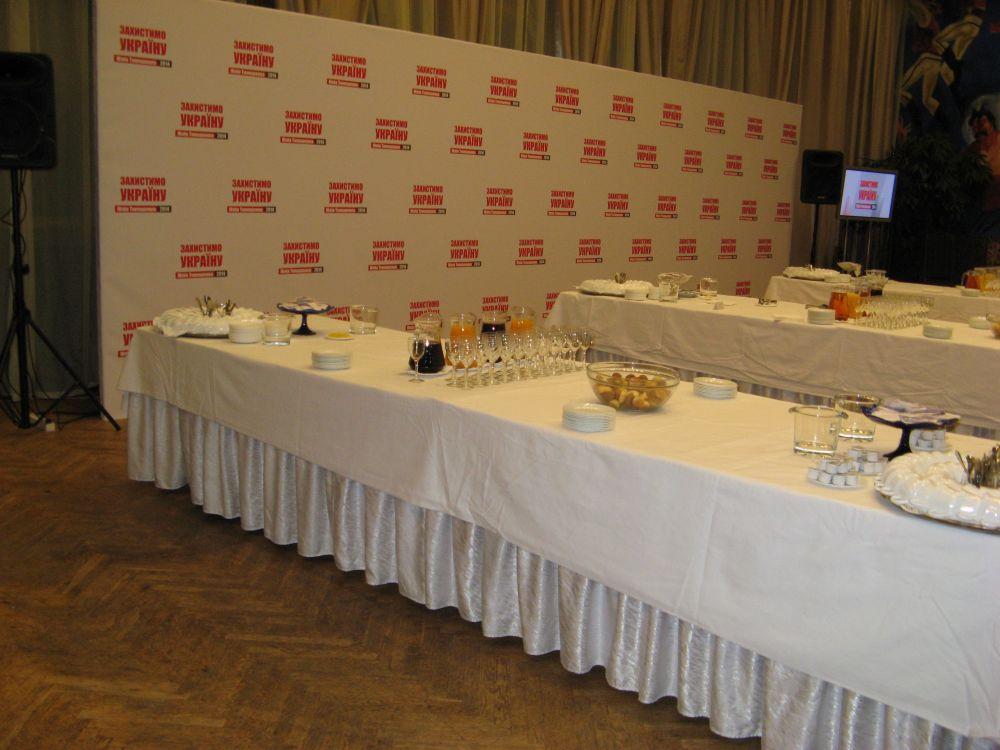 Столы в штабе кандидата в президенты Юлии Тимошенко