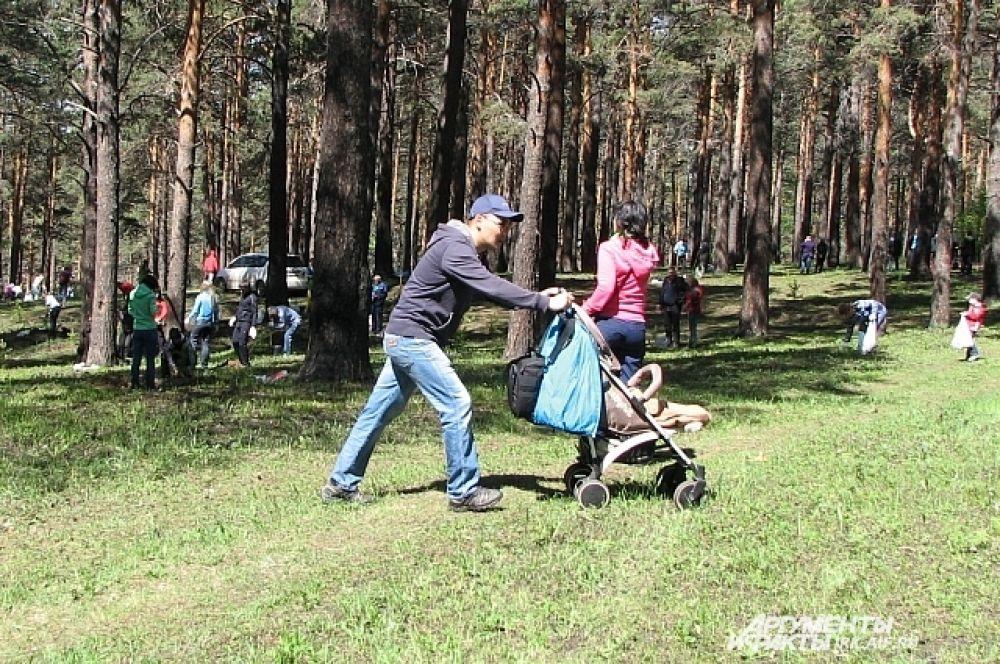 Приятно было, что некоторые приходили даже с колясками.
