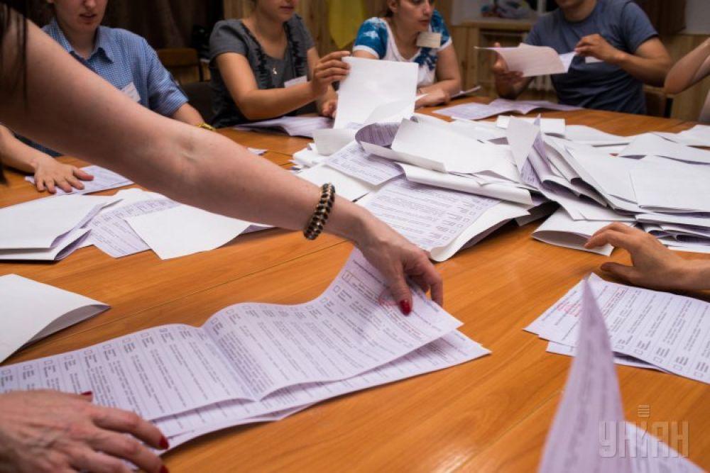 Подсчет голосов на одном из избиркомов во Львове