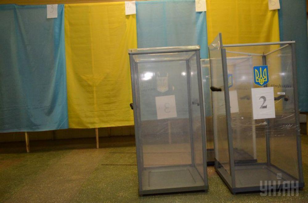 Пустые урны для голосования