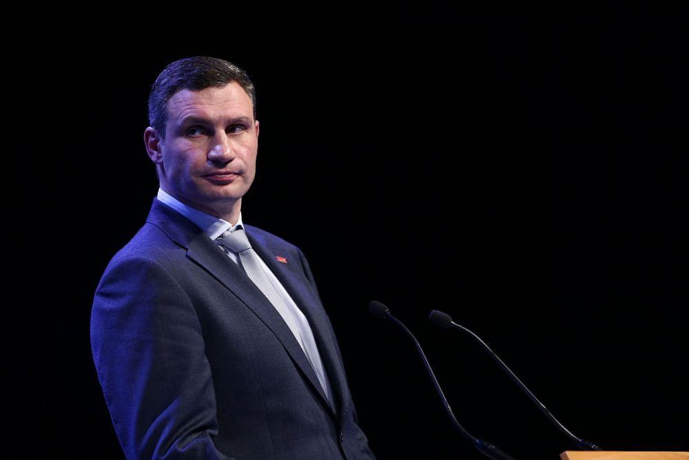 В 2006 году Виталий Кличко был избран депутатом Киевского городского совета, а также боролся за пост мэра города, но занял только второе место (23,7 %). Он был назначен советником президента Украины Виктора Ющенко. В 2008 году Кличко снова баллотировался на пост мэра, но набрал только 17,97 % голосов.