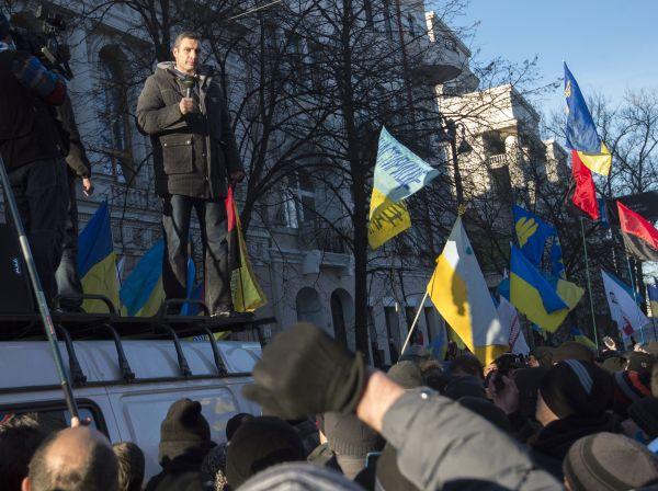 В ноябре 2013 года Кличко, Яценюк и Тягнибок встали во главе массовых акций протеста на Украине.