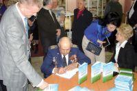 Анатолий Бражников выпустил книгу о малой авиации.