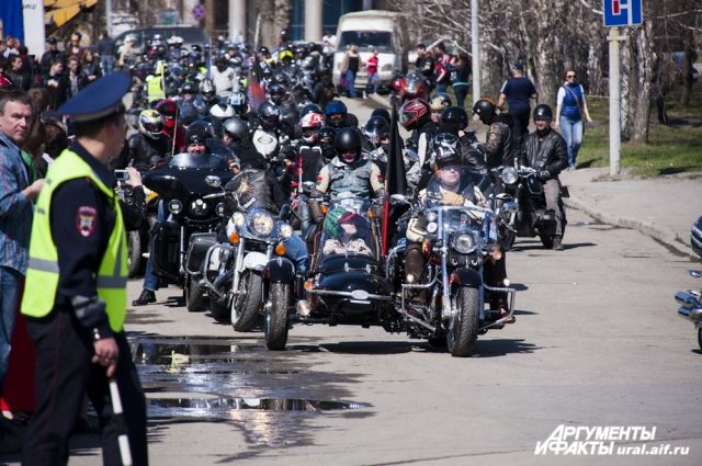 Свердловские госавтоинспекторы и байкеры сядут за стол переговоров