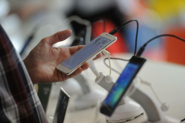Жителям Гвинеи в Екатеринбурге вернули деньги за неисправные мобильники