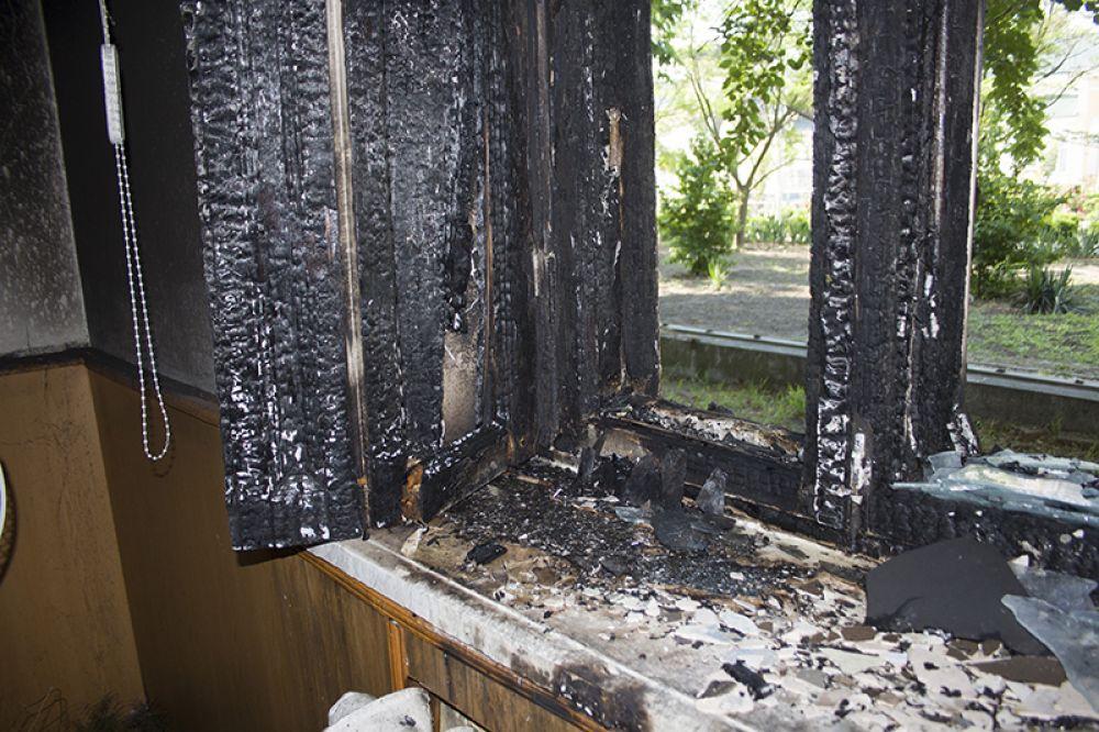 Сгоревшая рама помещения редакции в Измаиле